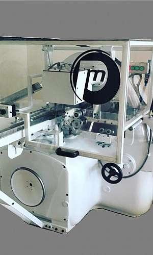 Serviço de manutenção em máquina embaladora